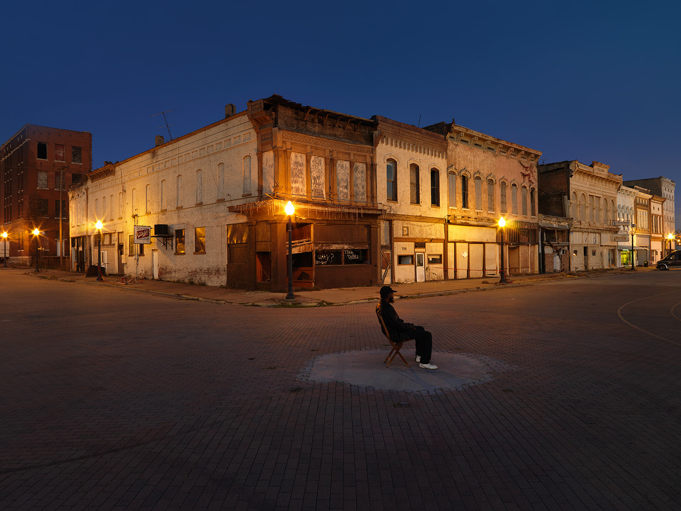 Willie on Commercial Avenue & Eighth Street, Cairo, IL 2009